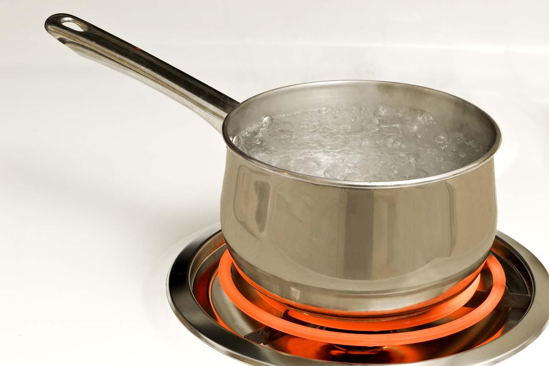 https://thecollegiatecooker.files.wordpress.com/2013/08/boiling_water.jpg